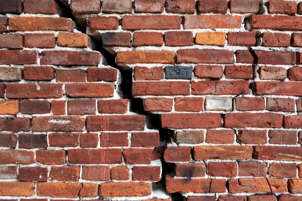 leaking chimney causes cracked bricks